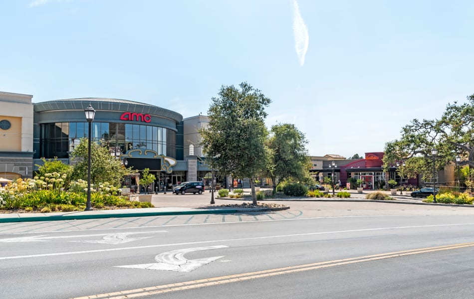Shopping center very close to Sofi Thousand Oaks in Thousand Oaks, California