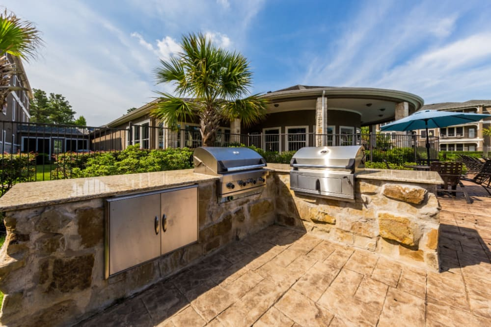 Outdoor stone BBQ area at Marquis at The Cascades in Tyler, Texas