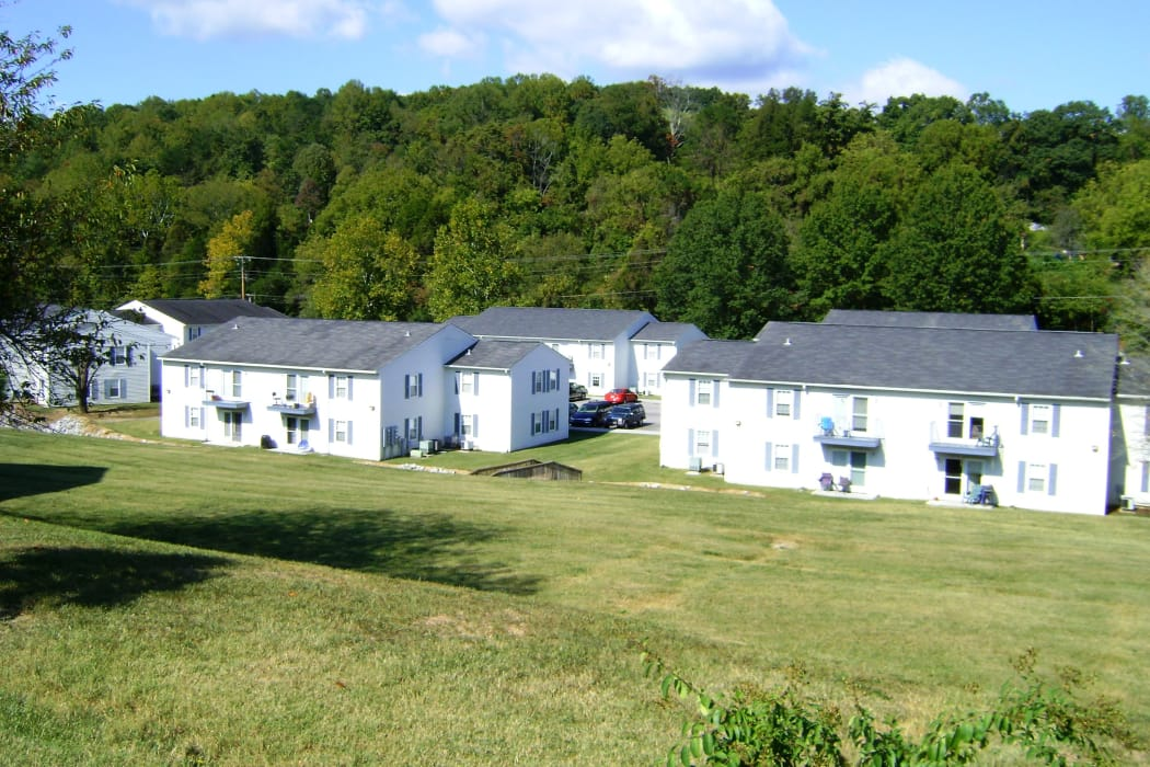 Exterior of apartment buildings at Willow Run in Clinton, Tennessee