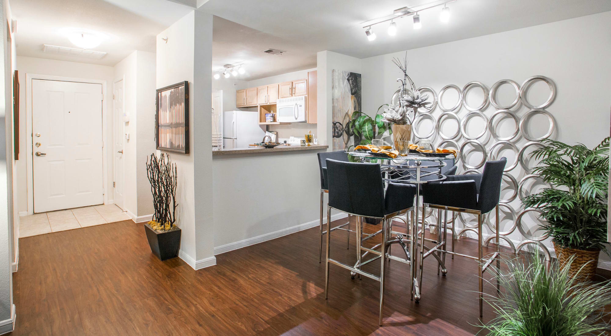 Luxury 1, 2 & 3 Bedroom Apartments & Townhomes in Austin, TX