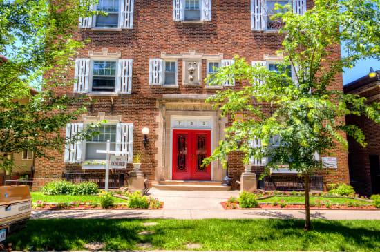 Sunny main entrance at Concord & Castle in Des Moines, Iowa