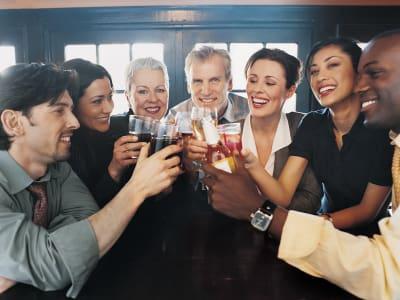 Friends meeting for drinks near Element Oakwood in Dayton, Ohio