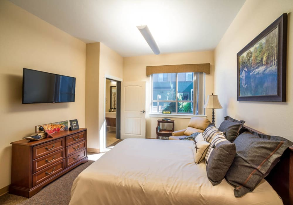 An apartment bedroom at Touchmark at Mount Bachelor Village in Bend, Oregon
