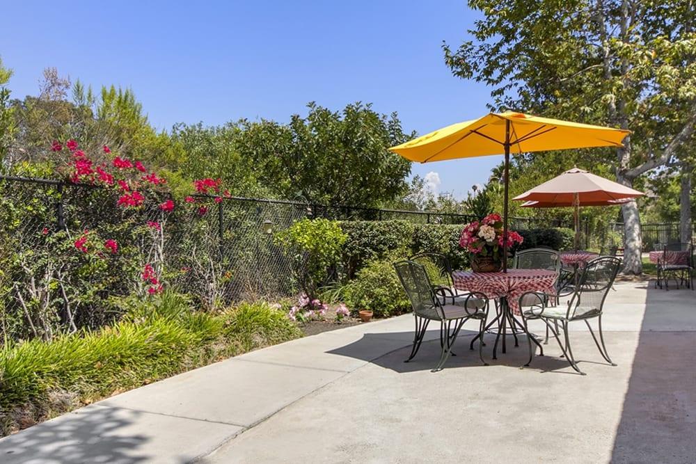 Outdoor seating at Merrill Gardens at Oceanside in Oceanside, California