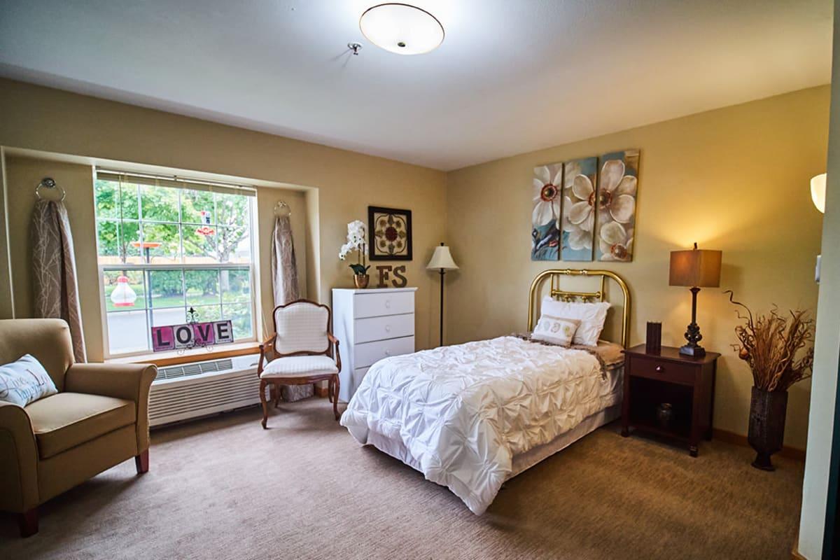 A furnished apartment bedroom at Farmington Square Eugene in Eugene, Oregon