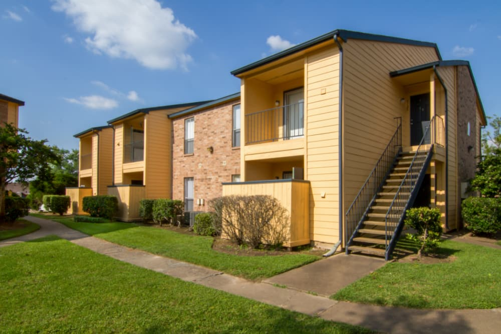 Exterior view of Meadow Park Apartments in Alvin, Texas