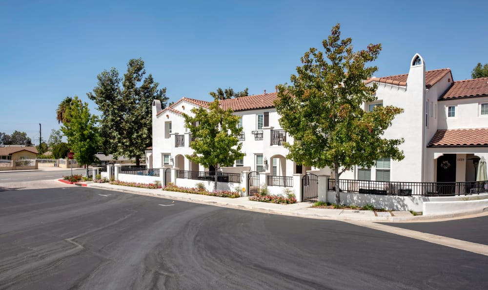 IMT Rancho Serrano Townhomes in Thousand Oaks, CA