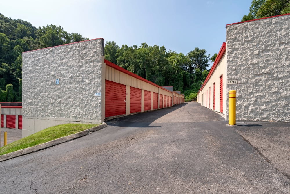 Drive up outdoor access storage units at Metro Self Storage in Knoxville