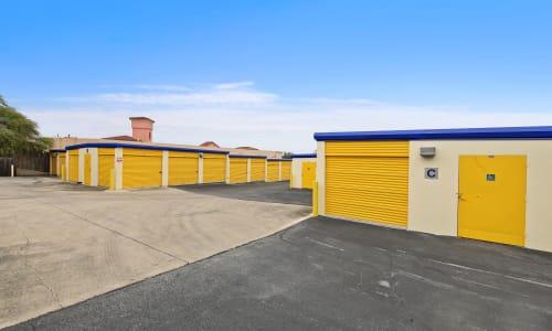 Huebner Mini-Stor in San Antonio, Texas Exterior Storage Units