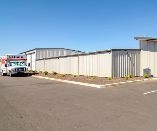 Moving truck outside Oregon RV & Storage in Hubbard, Oregon
