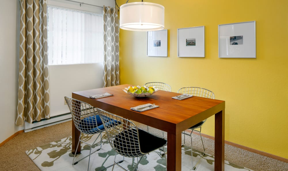 Model dining room at Bridge Creek Apartments
