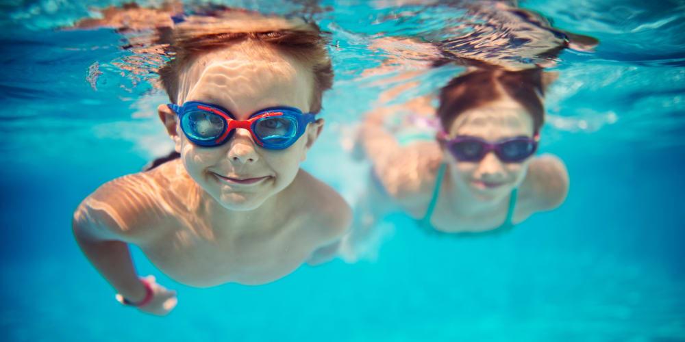 Kids swimming at the Villa del Rio Apartments pool in Sacramento, California