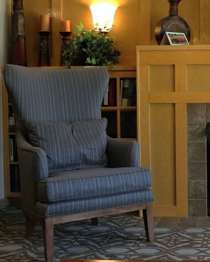 Cozy community lounge area at The Springs at Sunnyview in Salem, Oregon