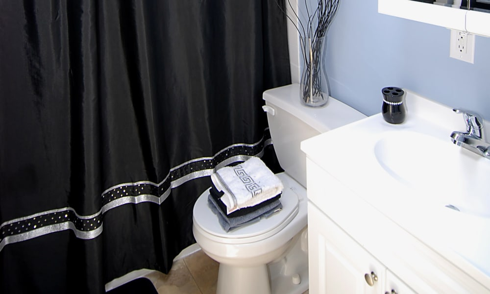 Enjoy apartments with a bathroom at Gwynnbrook Townhomes