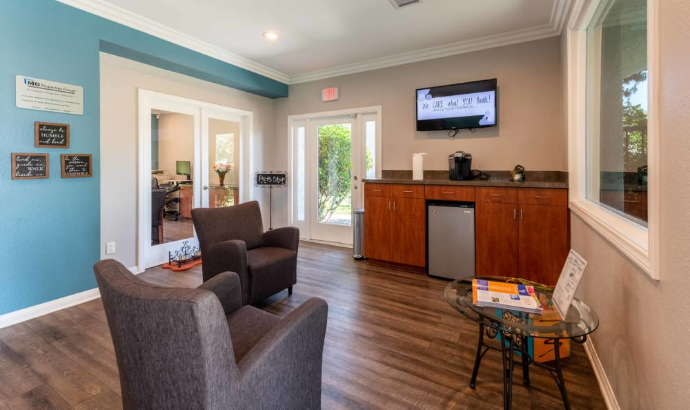 Community center at Creekside Village Apartment Homes