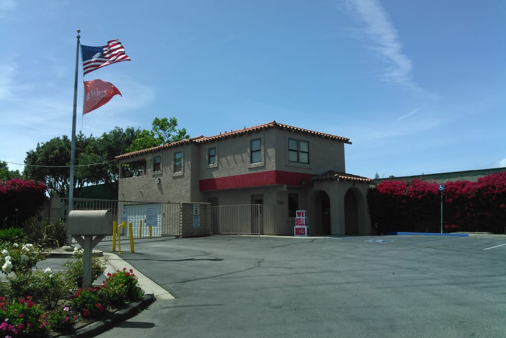 Self storage building exterior in Camarillo