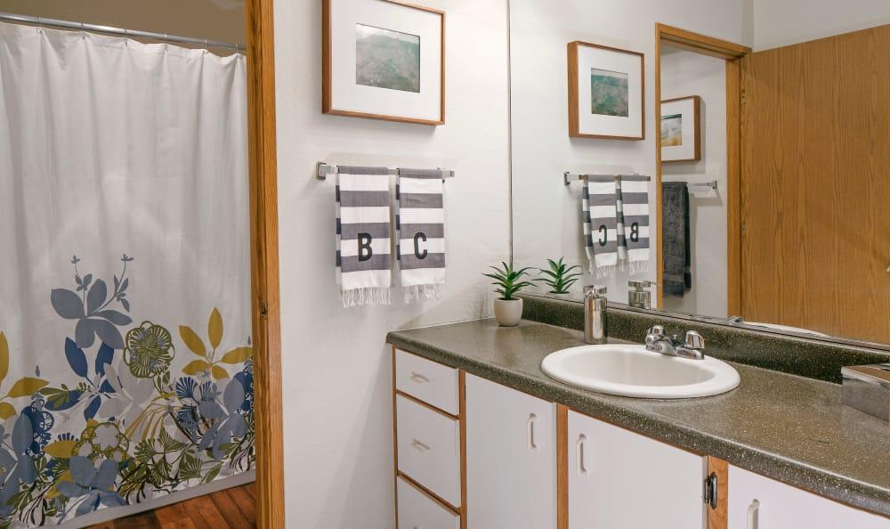 Bridge Creek Apartments model bathroom