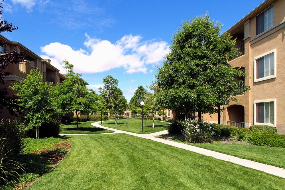 Beautiful landscaped location at Cross Pointe Apartment Homes in Antioch, California