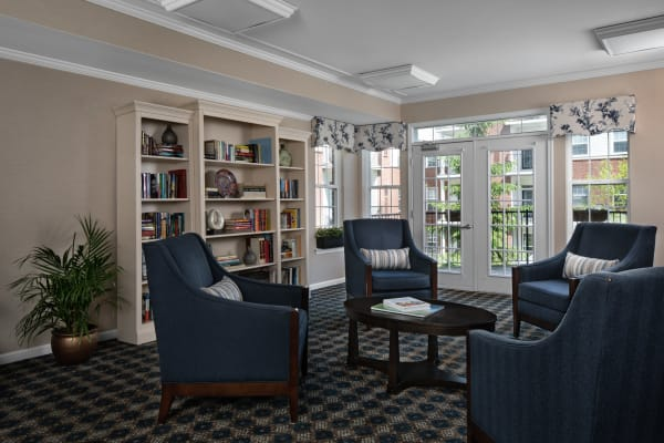 Dining area at assisted living facility in Sterling Heights, MI