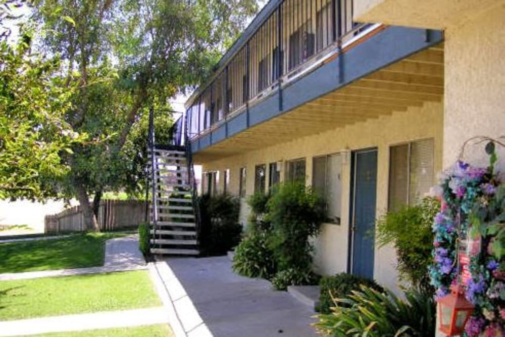 Beautiful outdoors of El Potrero Apartments in Bakersfield, California