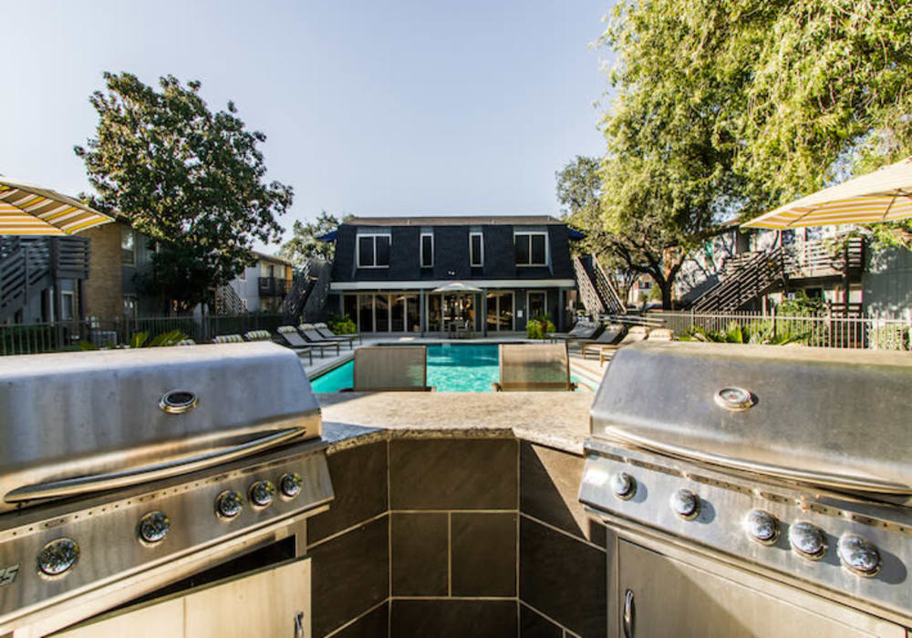 Outdoor grilling area at Willowick Apartments in College Station, Texas