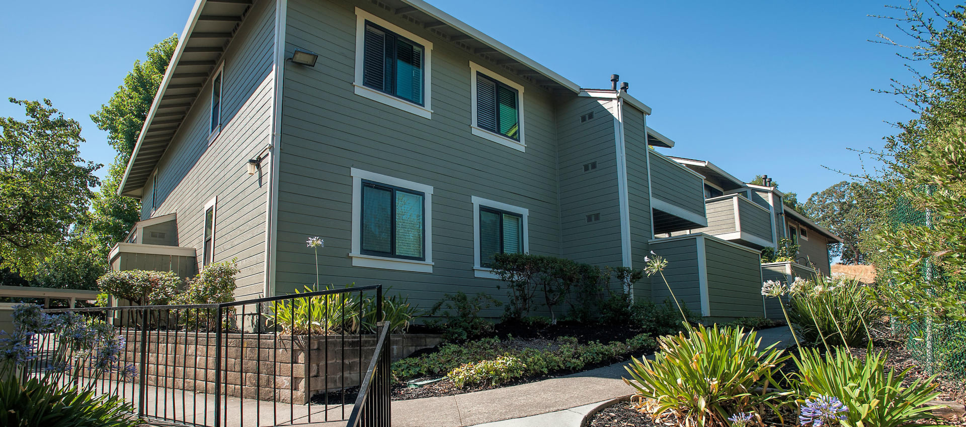 Exterior of Ridgecrest Apartment Homes in Martinez, California