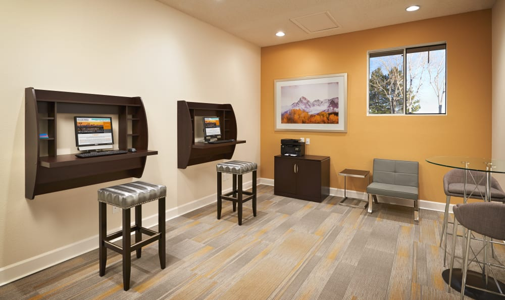 business center at Silver Reef Apartments in Lakewood, CO