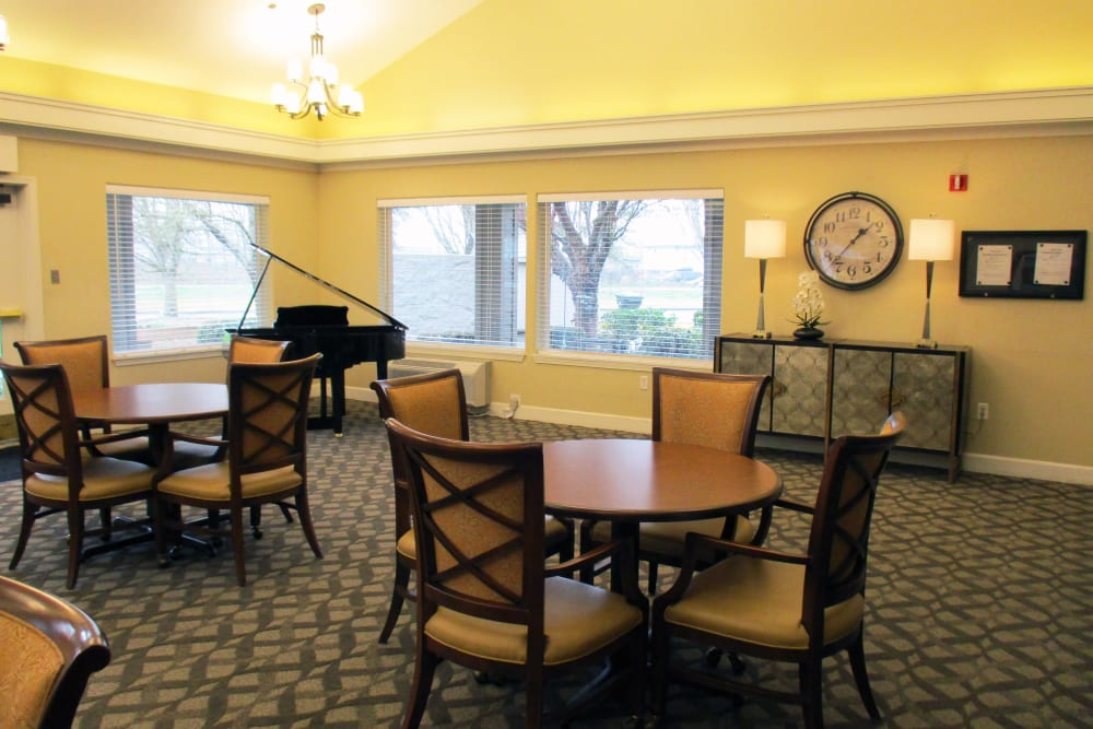 Large recreational room at Woodside Senior Living in Springfield, Oregon