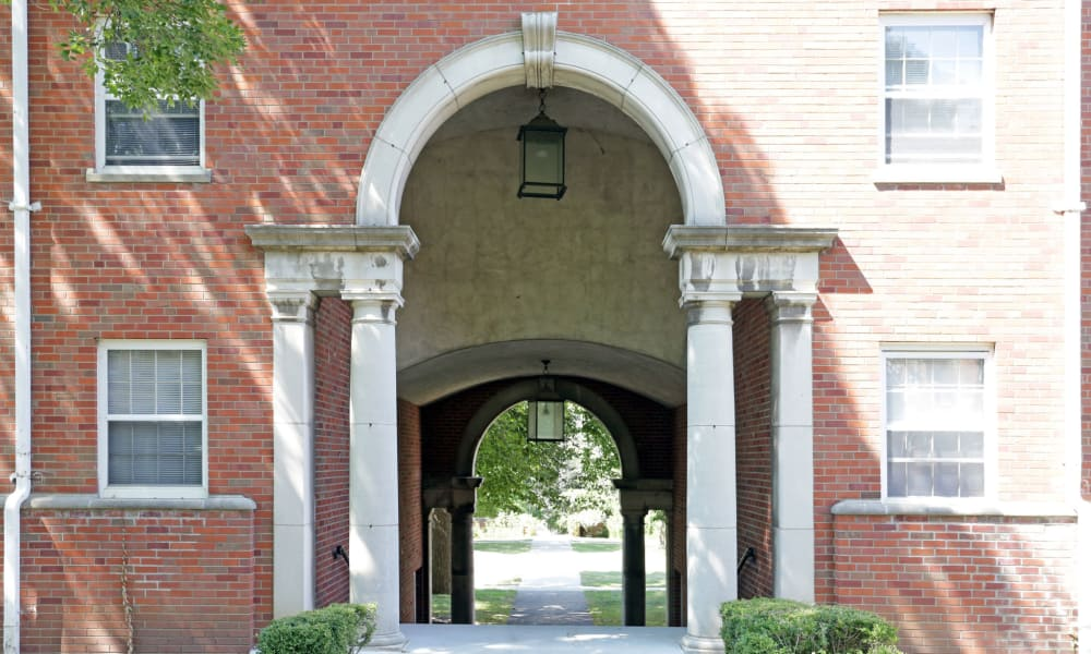 Arch walkway in Des Moines, Iowa at Windsor Terrace