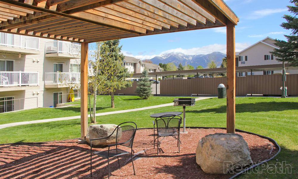 Mountain View Apartments offers a beautiful bbq area in Bozeman, Montana