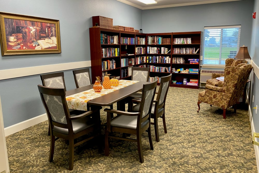 Library at King's Manor Senior Living Community in Tacoma, WA