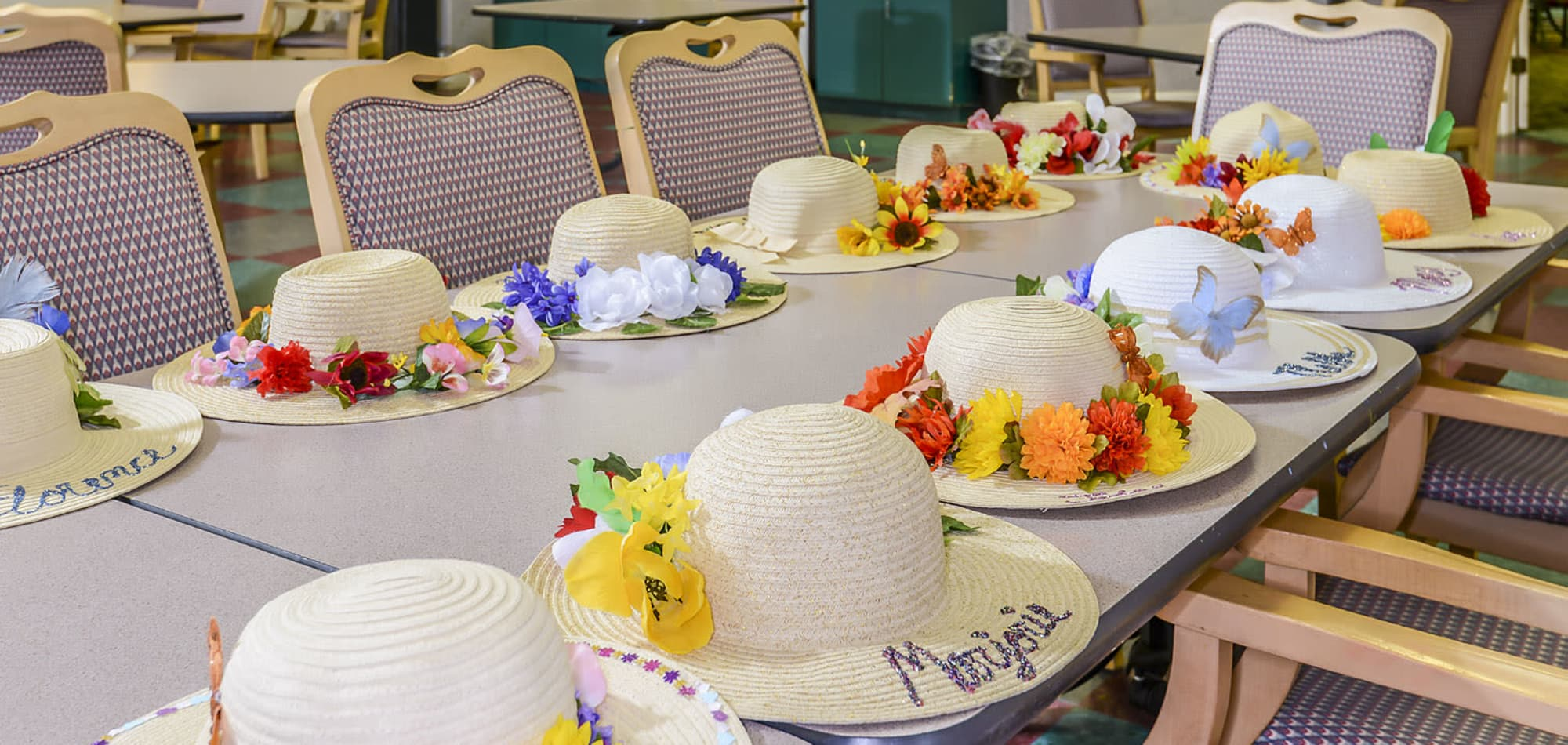 Arts and crafts activities for residents of Arbor Oaks at Lakeland Hills in Lakeland, Florida
