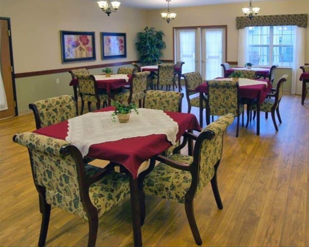 Large resident dining room at Milestone Senior Living in Rhinelander, Wisconsin.