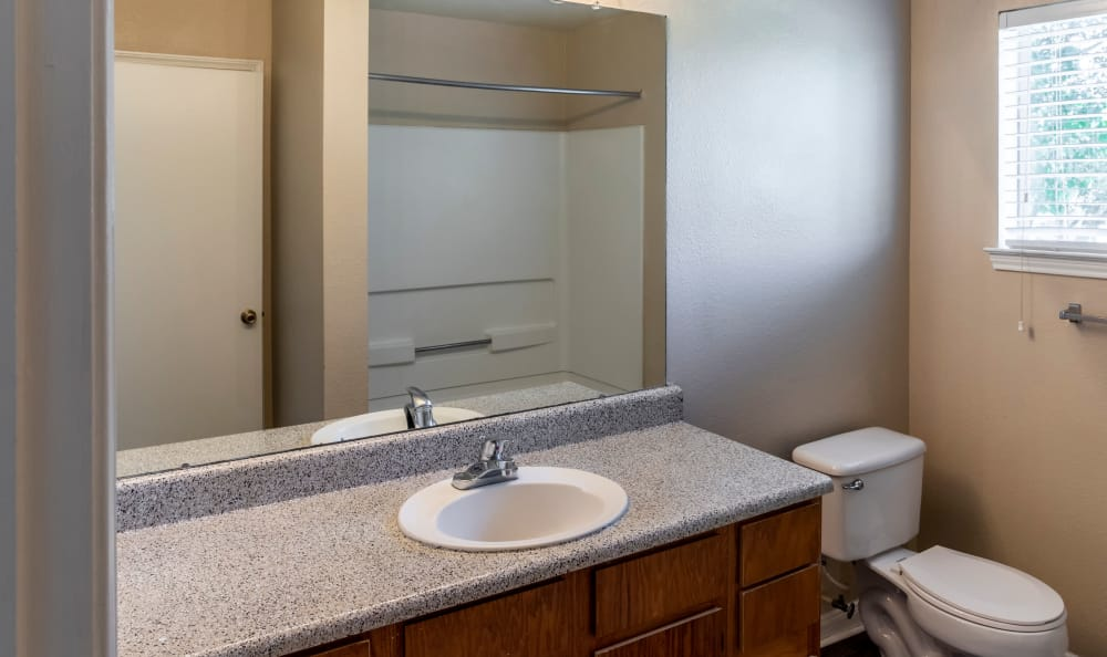 Spacious guest bath at Kenwood Club at the Park in Katy, TX