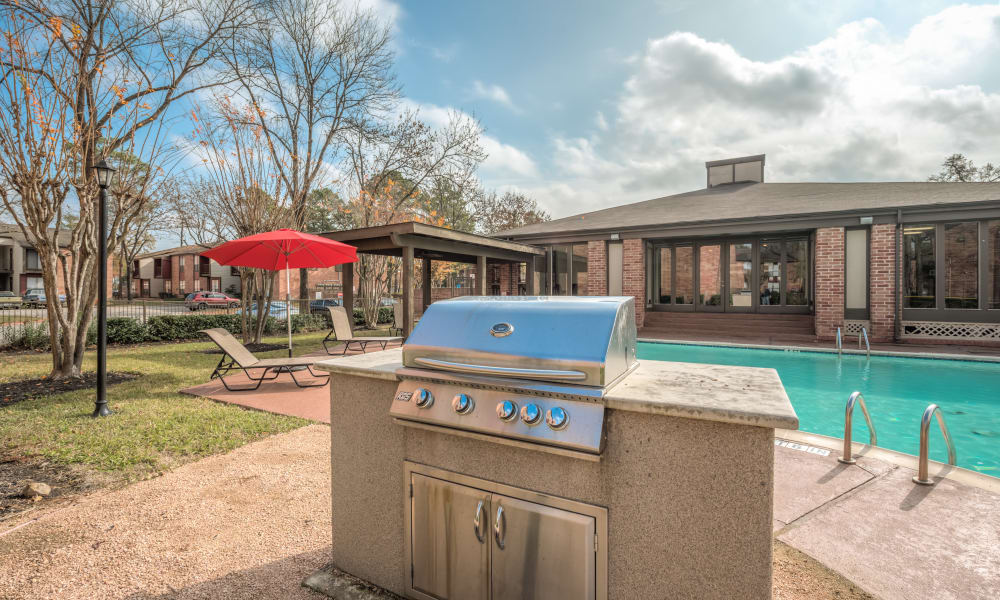 BBQ area at Rock Creek Apartments