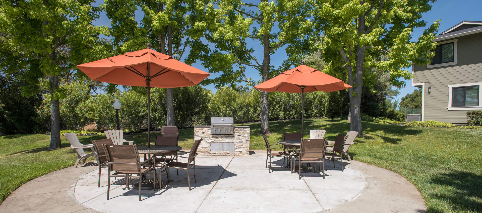 Community barbecue area at Ridgecrest Apartment Homes in Martinez, California