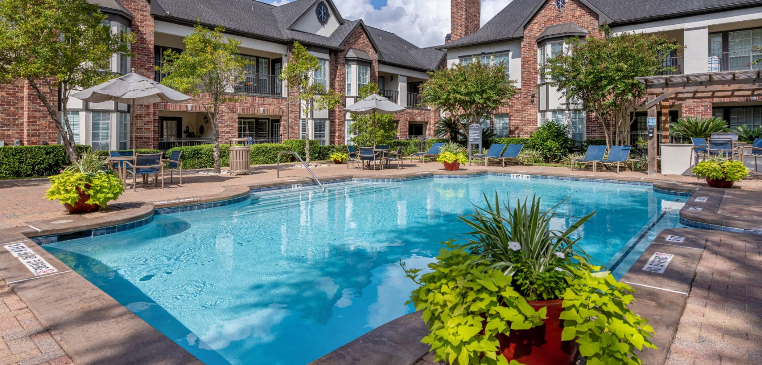 Outdoor pool surrounded by apartments at Marquis on Memorial in Houston Texas,