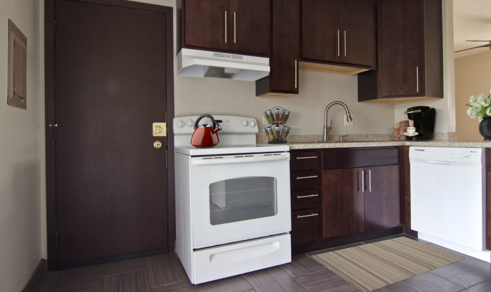 Open kitchen at The Flats at Gladstone in Glendale Heights