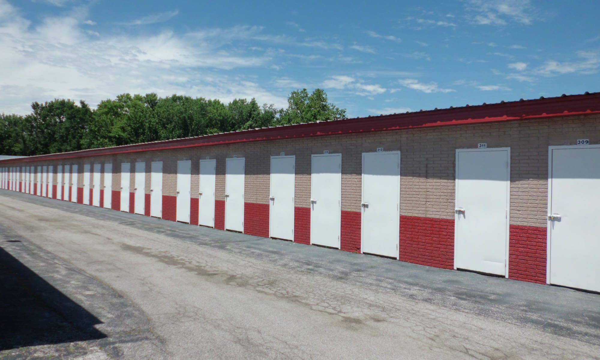 Drive-up units at A Storage Inn - Alton in Alton, IL