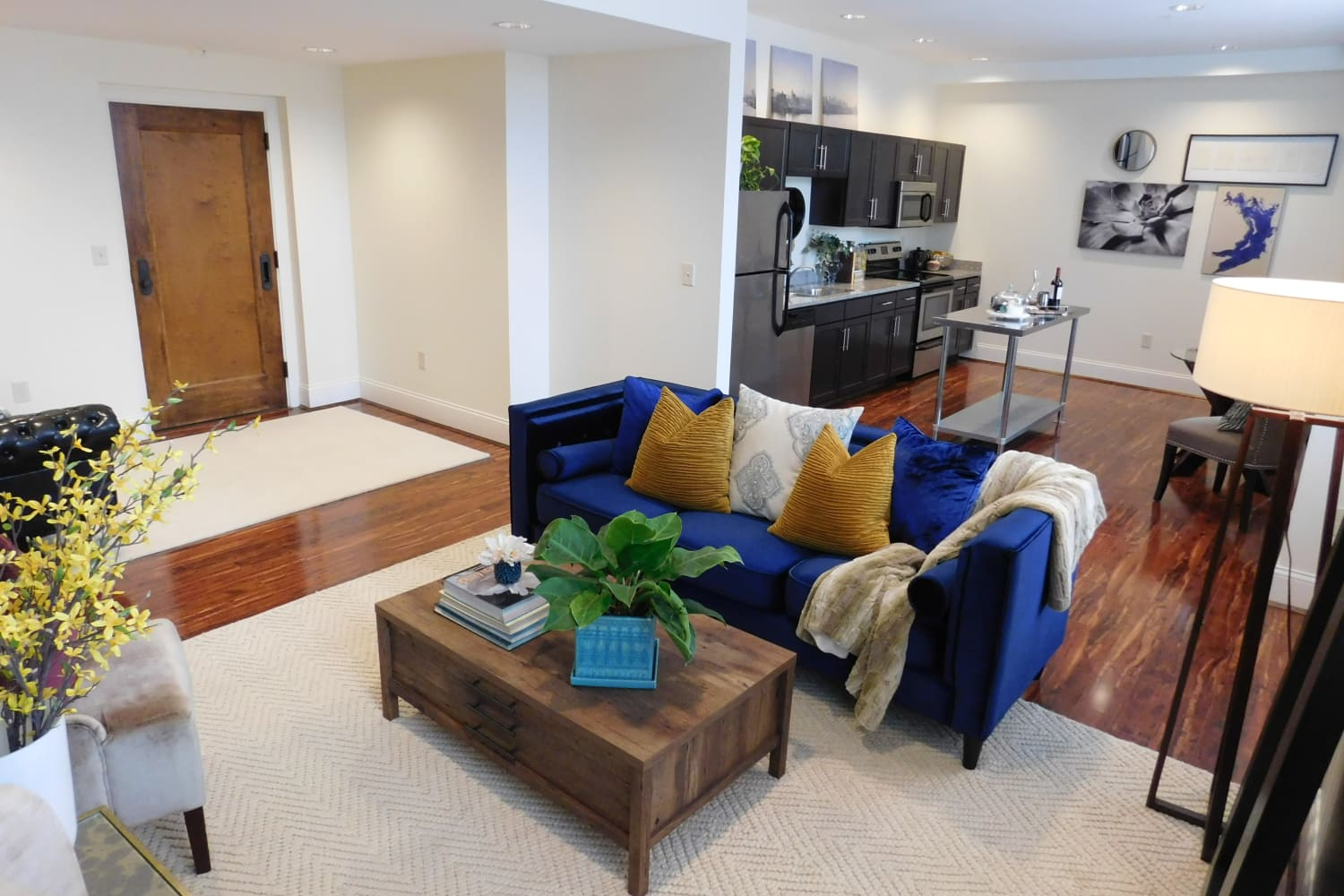 The Reserve at 4th and Race showcase a cozy living room in Cincinnati