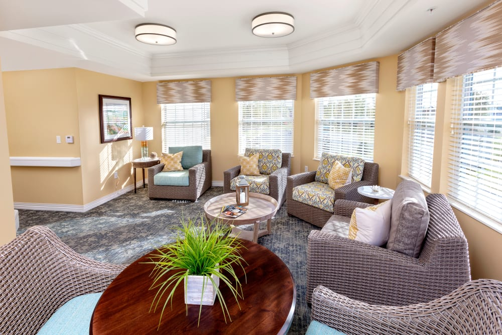 Reading lounge with ample seating at Brooklyn Pointe in Brooklyn, Ohio