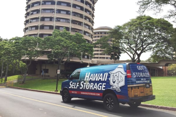 Student Summer Storage image of Hawai'i Self Storage van