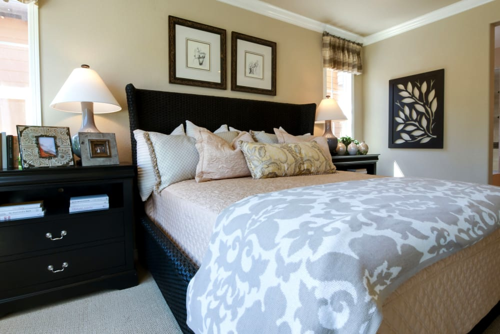 A large decorated bedroom at Brightwater Senior Living of Tuxedo in Winnipeg, Manitoba