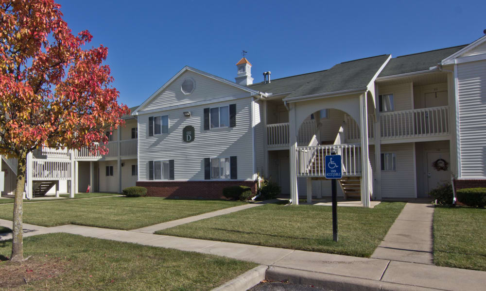 Walk up to a building at Steeplechase Apartments & Townhomes in Toledo, OH