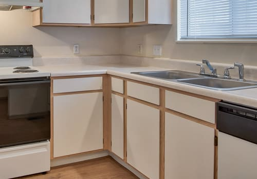 Well-equipped kitchen at Steeplechase Apartments & Townhomes in Toledo, Ohio