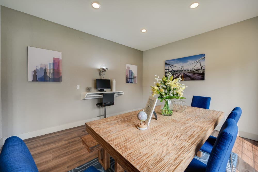 Business center for resident use at Carriage House Apartments in Vancouver, Washington