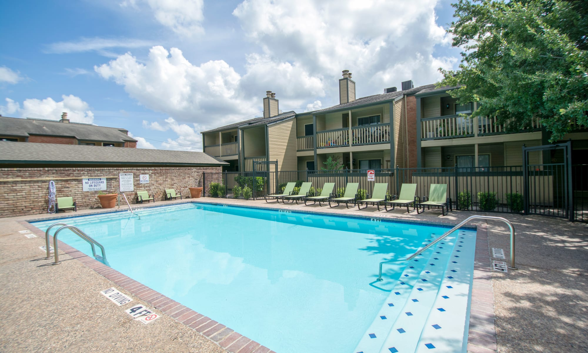 Apartments at Stonecrossing of Westchase in Houston, Texas