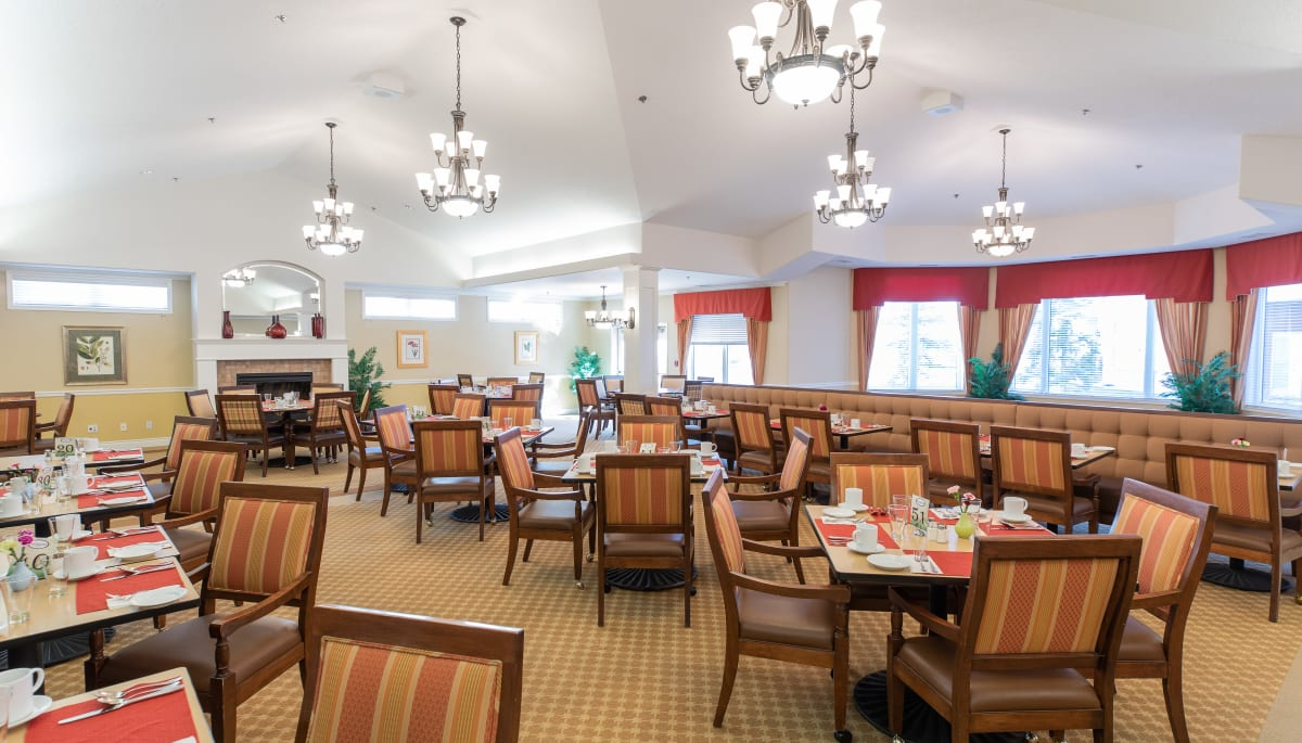Dining room at Touchmark at Wedgewood in Edmonton, Alberta