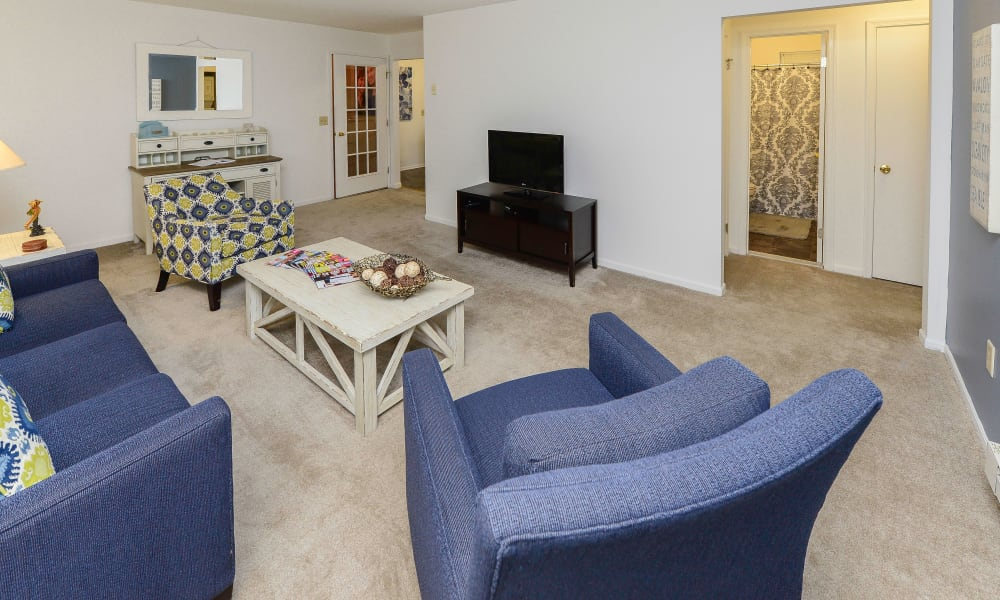 Spacious living room at Eatoncrest Apartment Homes in Eatontown, NJ