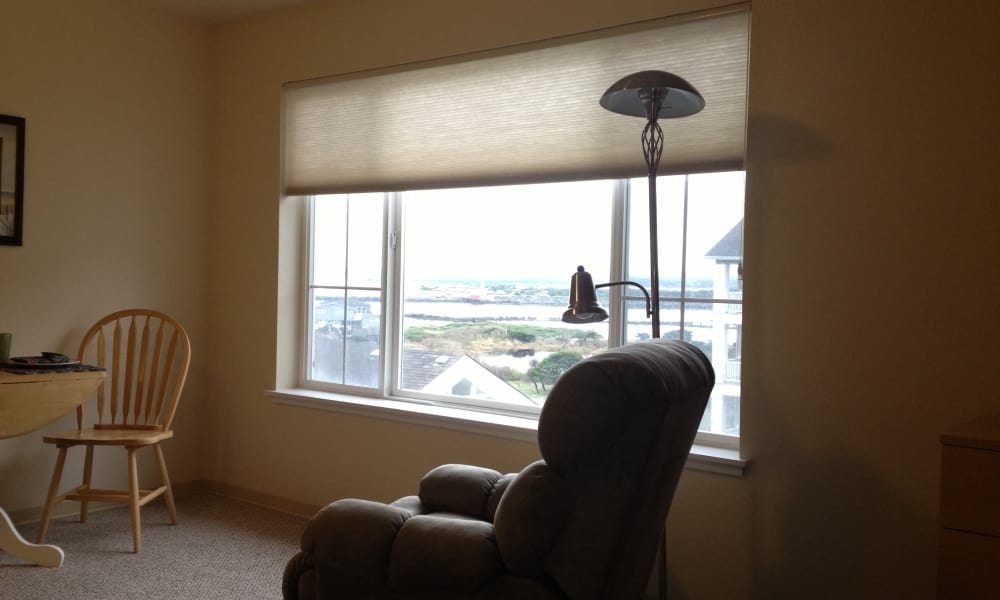 Resident living room at Pacific View Senior Living Community in Bandon, Oregon